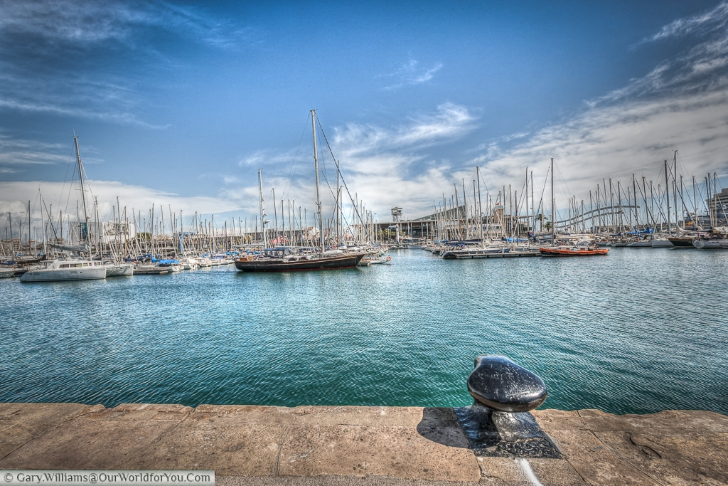 A quiet spot overlooking the boats in Barcelona's harbour