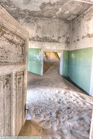 Sand flows between the rooms. Wonderful period colours remain unchanged.