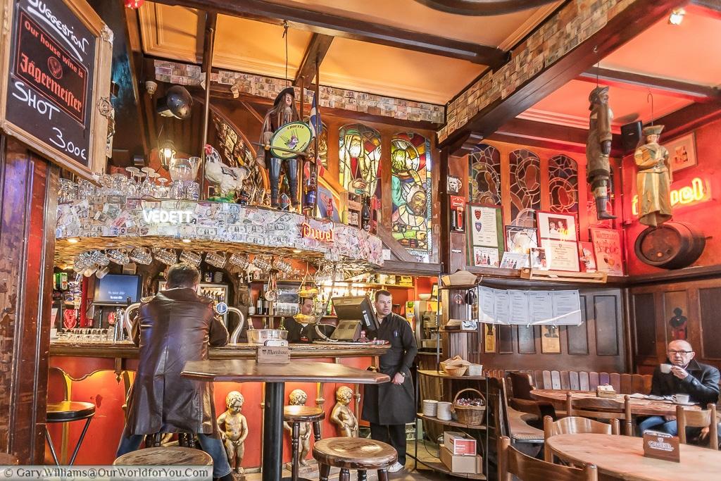 Taverne Manneken Pis, Brussels, Belgium
