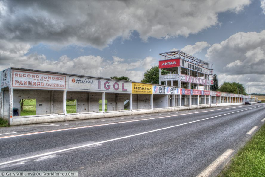 The full pit complex from the Circuit Reims-Gueux