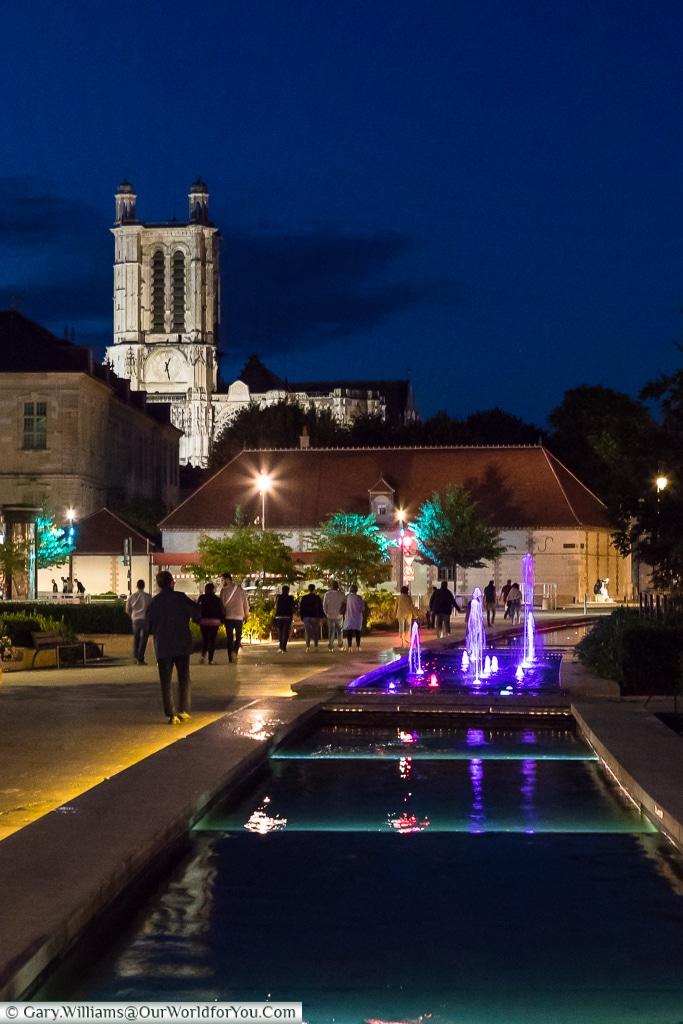 Cathédrale Saint Pierre Saint Paul at night, Troyes, Champagne, Grand Est, France