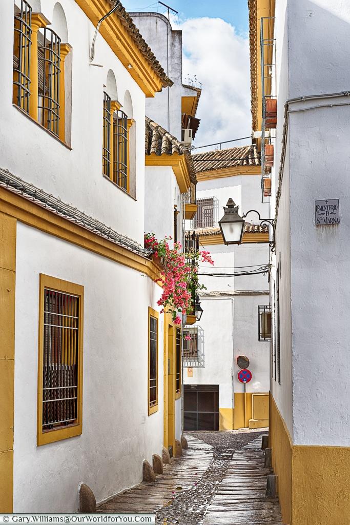 The little cobbled lanes of Cordoba, Córdoba, Spain