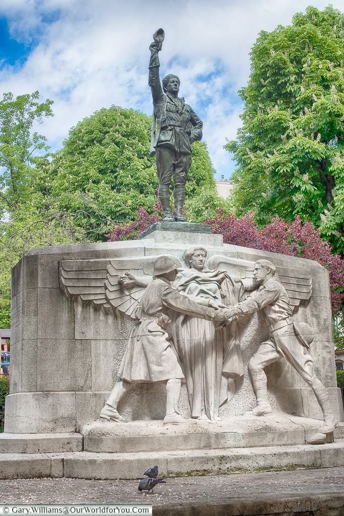 Memorial to the American volunteers, Place des États-Unis , Paris