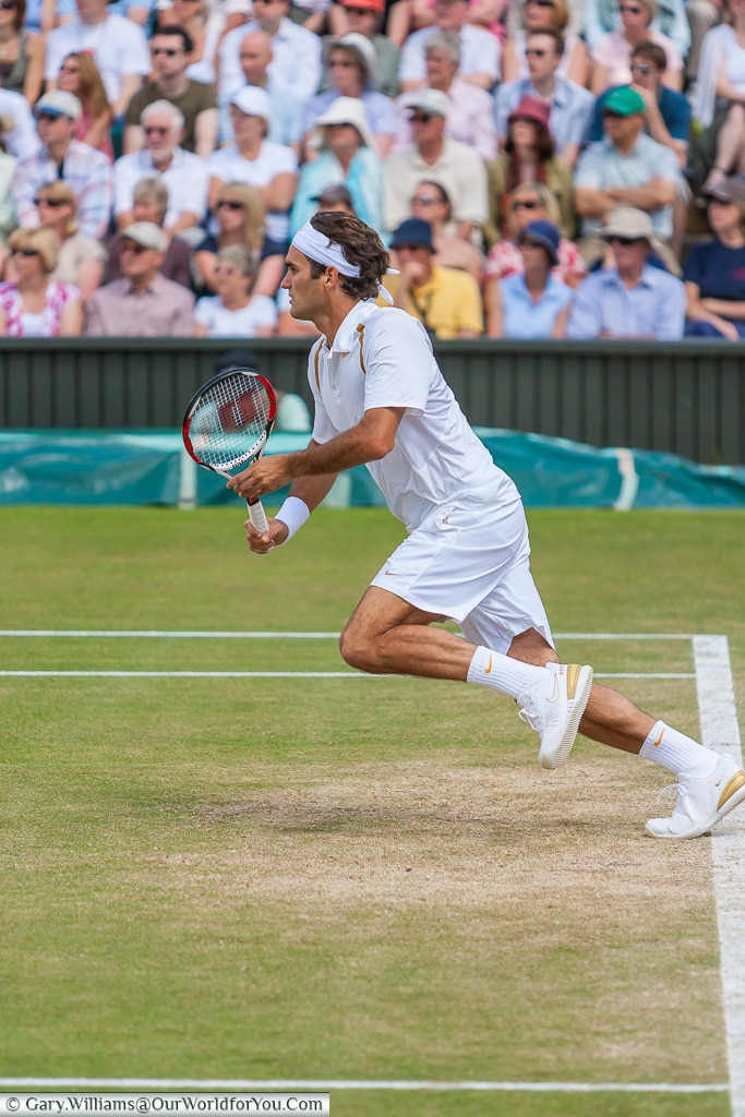 Roger Federer off the baseline, Tennis, Wimbledon, London, Engla