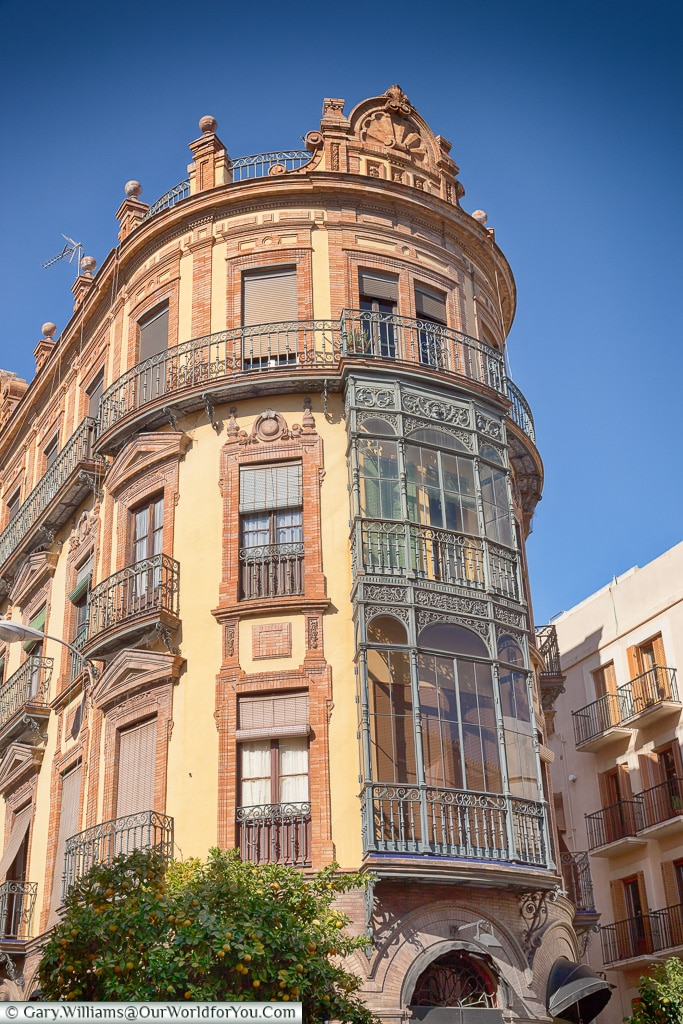 Elegant style - just look around, Seville, Andalusia, Spain