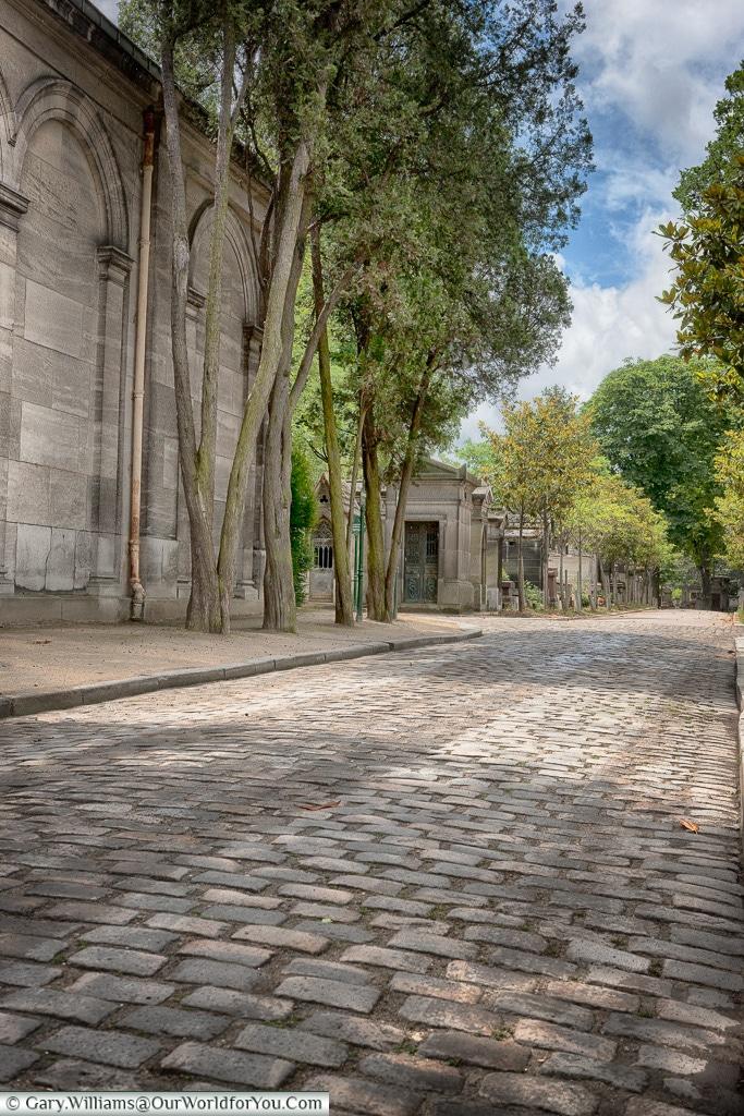 A sizeable place, Père Lachaise Cemetery, Paris, France