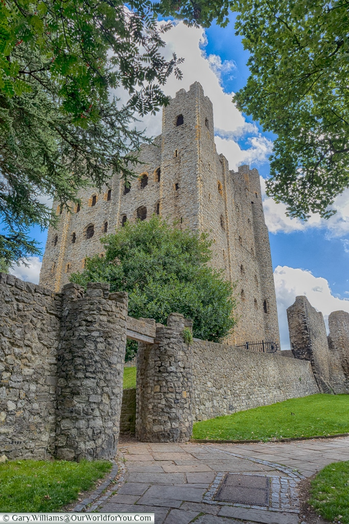 Another approach to the castle, Rochester Castle, Rochester, Kent, England, UK