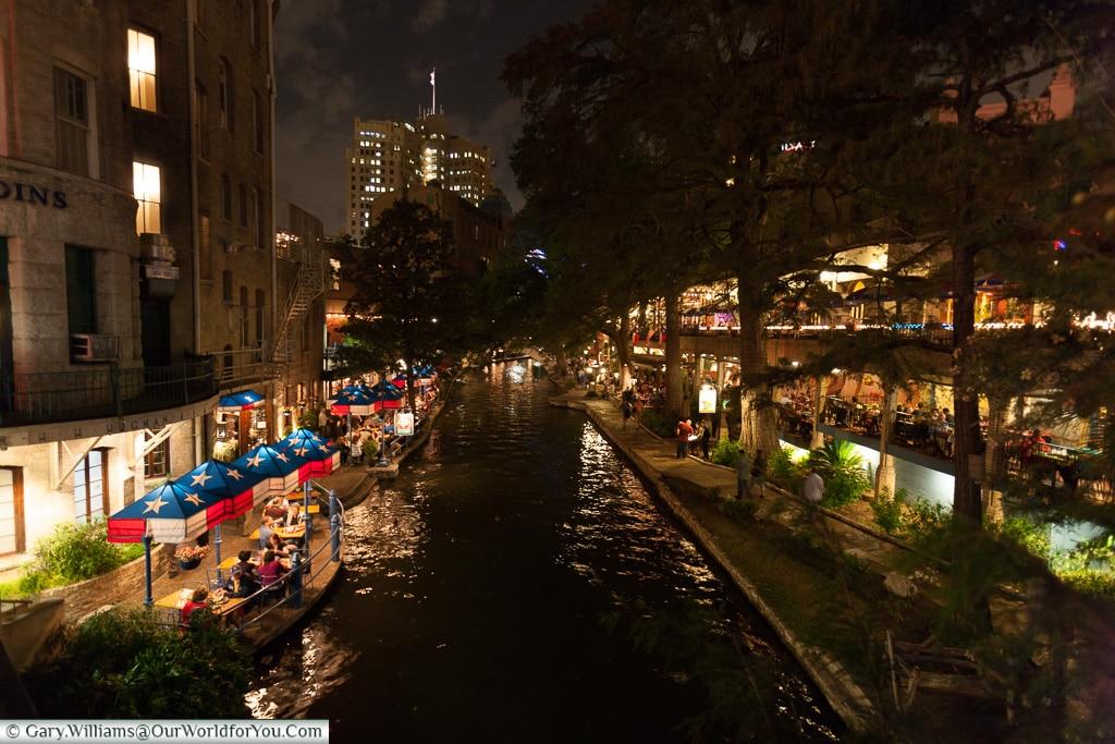 Nightime on the Riverwalk, San Antonio, Texas, America, USA