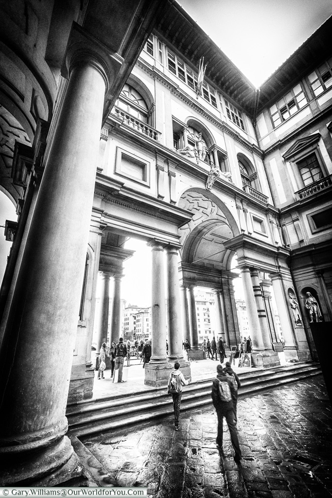 Strolling around the Uffizi, Florence, Tuscany, Italy
