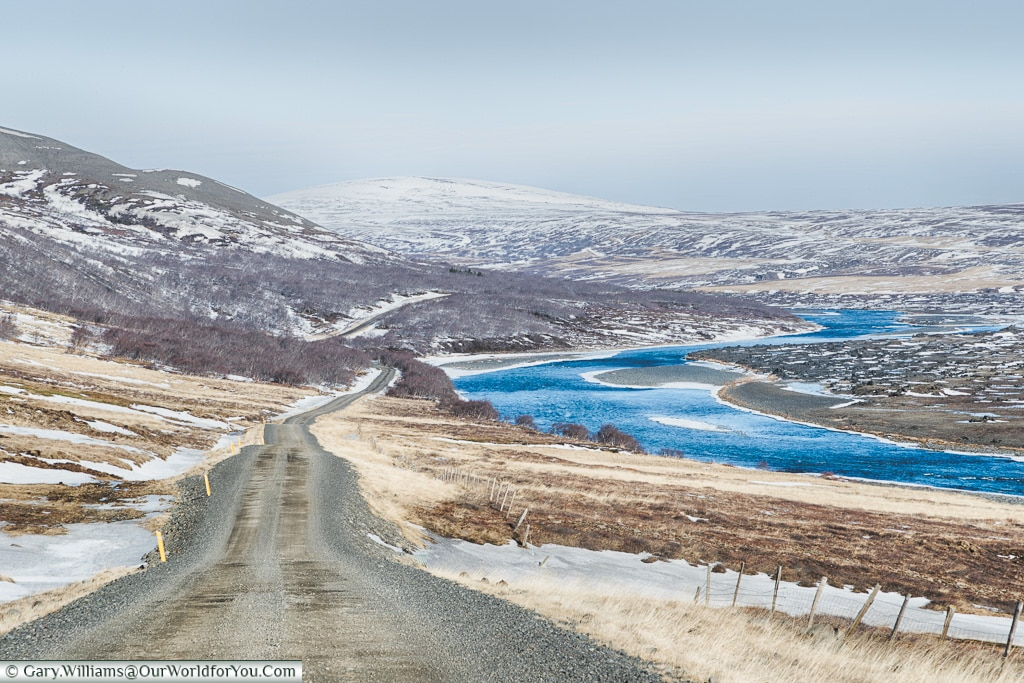 The gravel road alongside route 842, Iceland