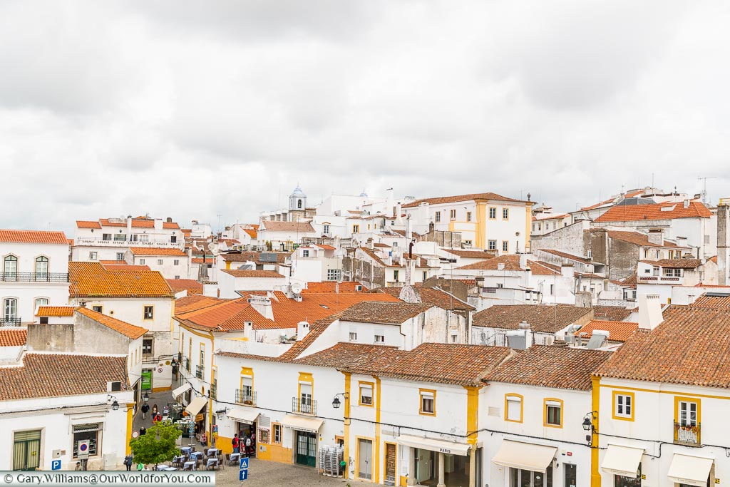 A view over the town from the San Francisco church, Évora, Portugal
