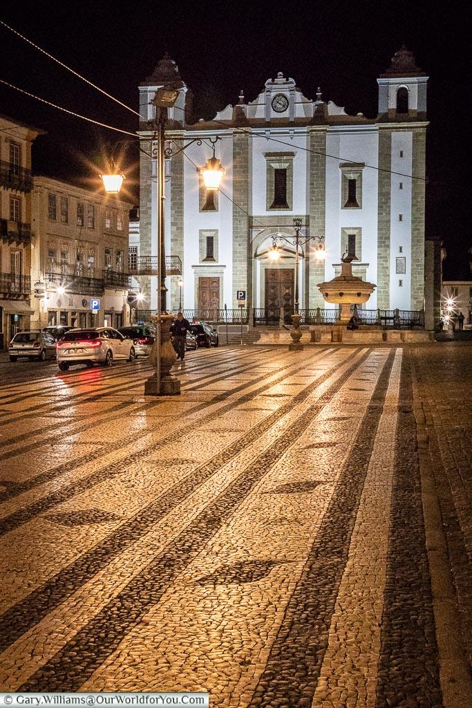 The Praça do Giraldo at night, Évora, Portugal