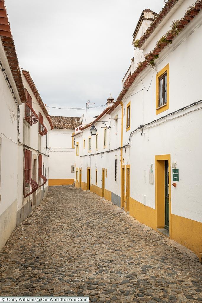 The unasuming entrance to São Luís on the right, Évora, Portugal
