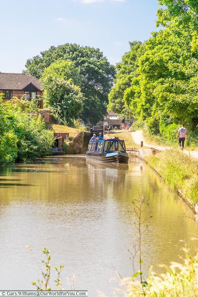 A canal boat navigating the locks, Stratford-upon-Avon, Warwickshire, England, UK