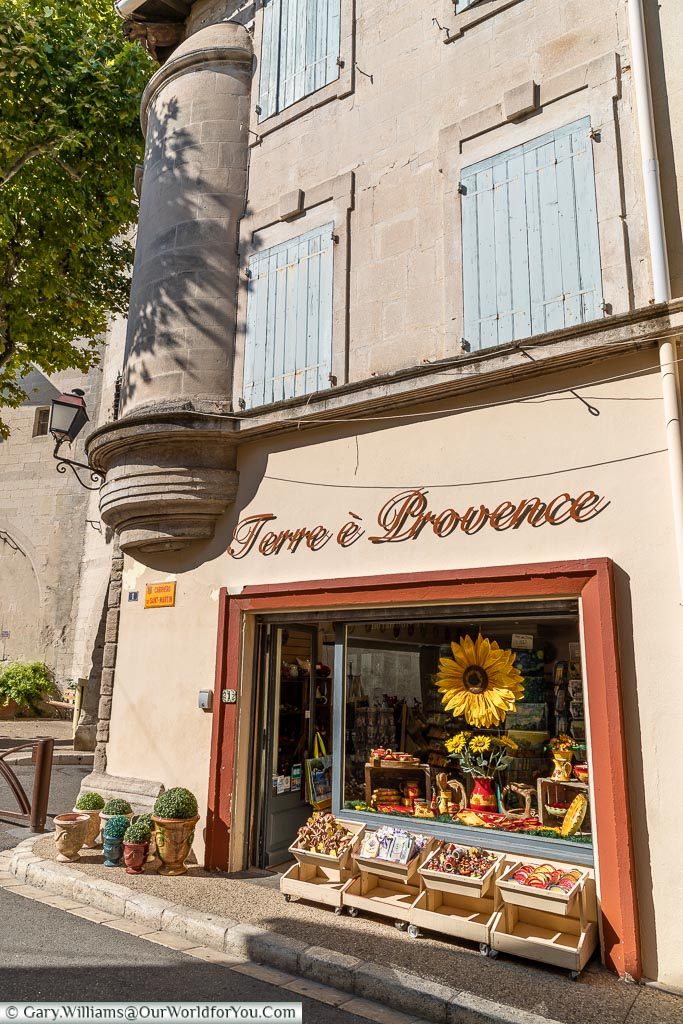 A beautiful little gift shop called Terre e Provence in the orange-brown colours synonymous with region.