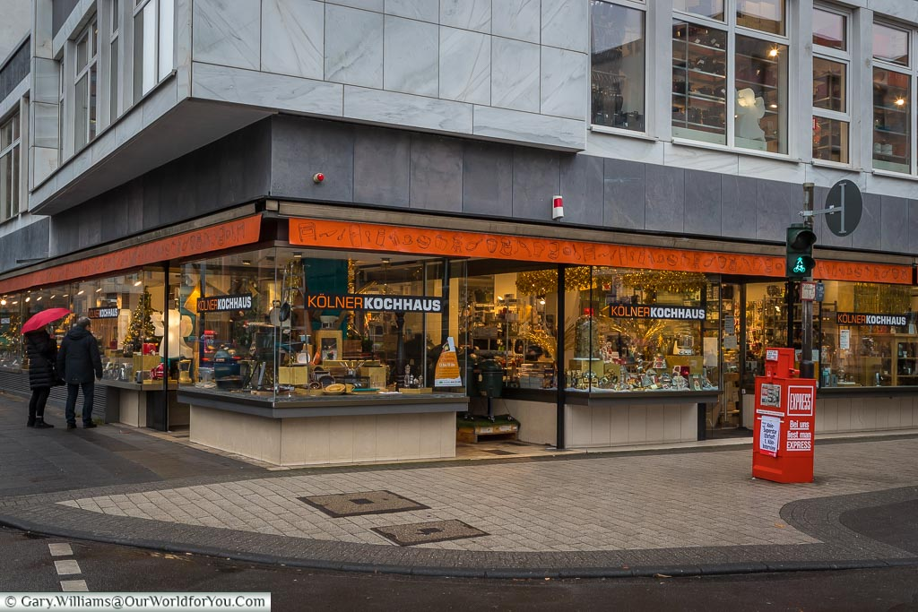 The Kölner Kochhaus, or Cologne cook store, on the corner.  The windows are full of amazing cookware and inside is an Aladdin's cave foodie gadgets.