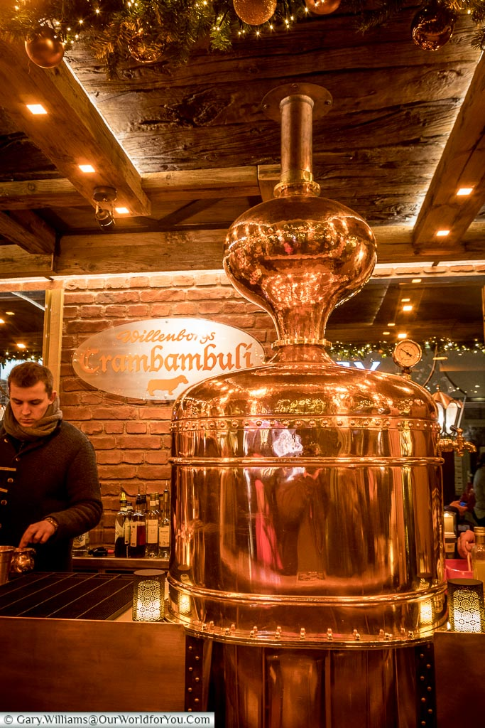 A highly polished copper still is the centrepiece of a drink stall at the Christmas market in Kaufingerstraße.
