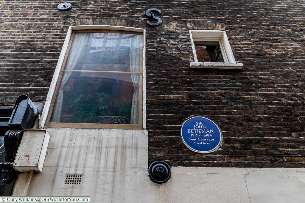 Sir John Betjeman the Poet Laureate – Blue Plaque, Smithfield, London, England, UK