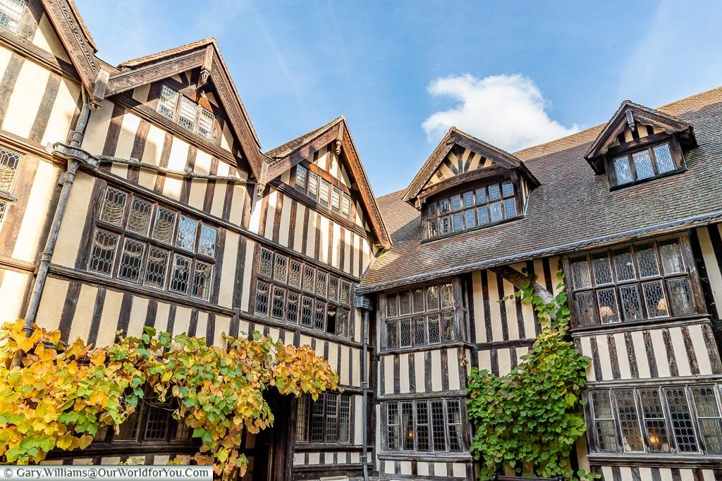 The inner courtyard, Hever Castle, Kent, England