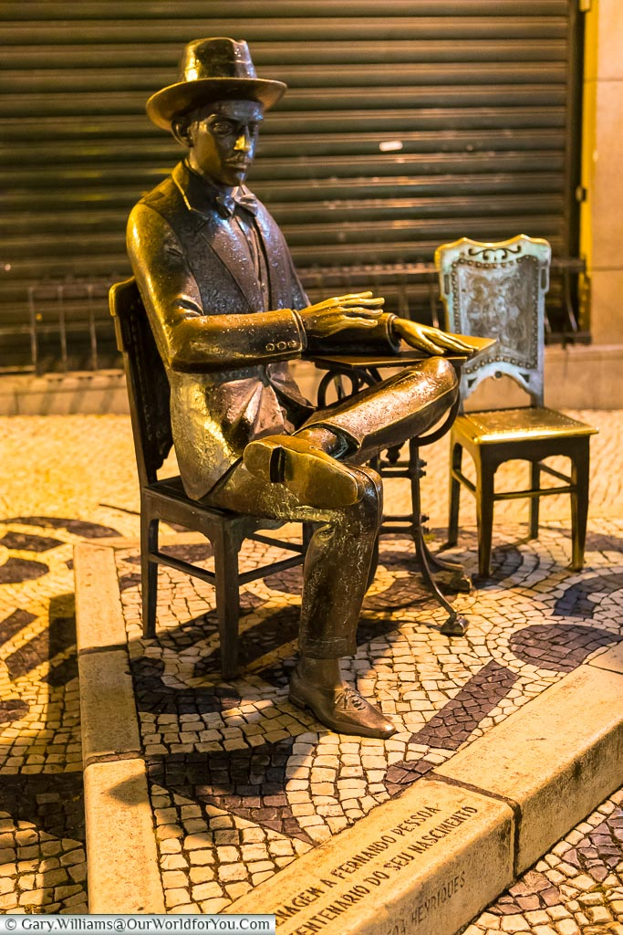 A brass statue to the seated Portuguese poet, outside A Brasileira cafe/bar in Lisbon, Portugal