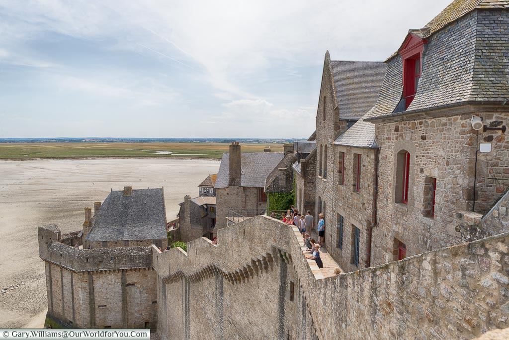 The walkway around the ramparts of Mont-Saint-Michel, an alternative to the Grand Rue.