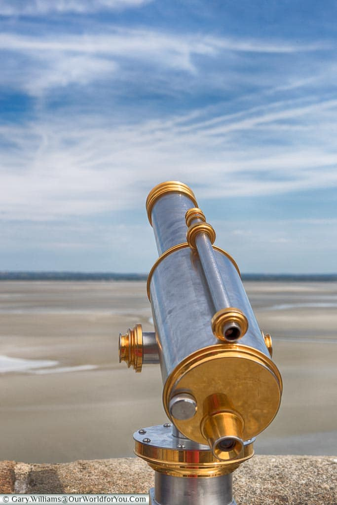 A polished brass and stainless steel telescope to take in the views around Mont-Saint-Michel.