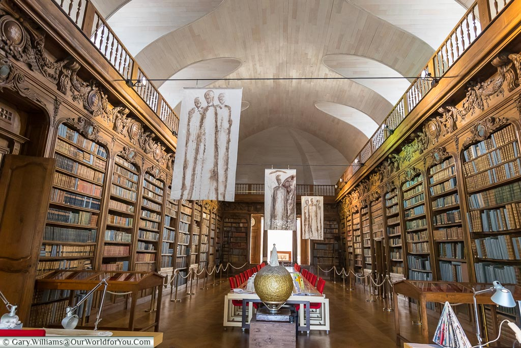 Art deco-styled wooden bookcases line each side of the reading room in Alençon public library.