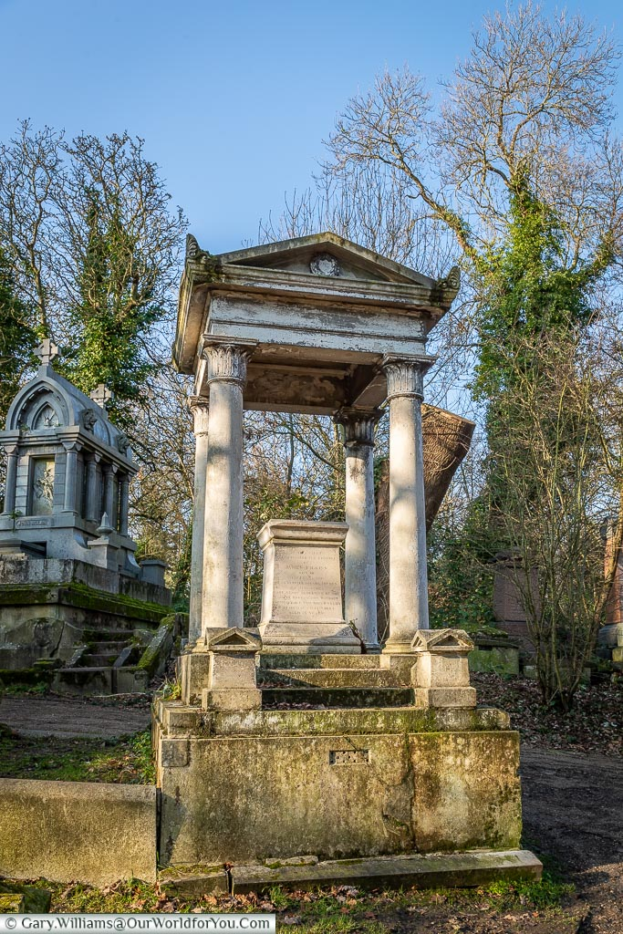 The Vincent Figgins tomb, Nunhead Cemetery, London, England, UK