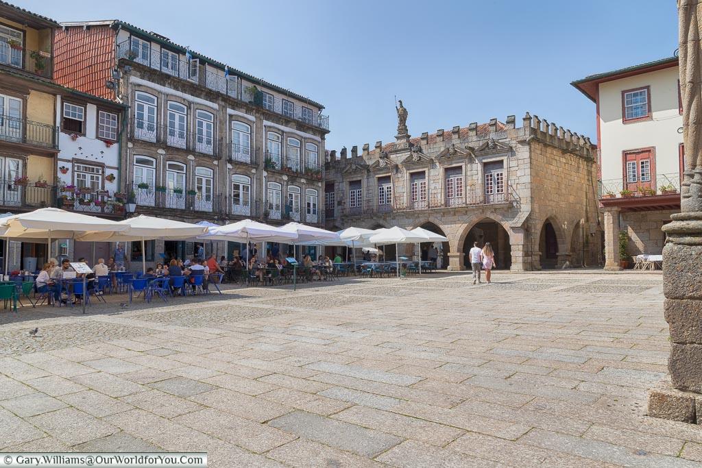 Largo da Oliveira, Guimarães, Portugal