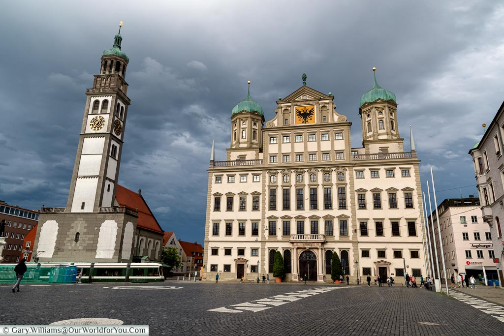 Storm clouds brewing over the Rathaus from the Rathausplatz.