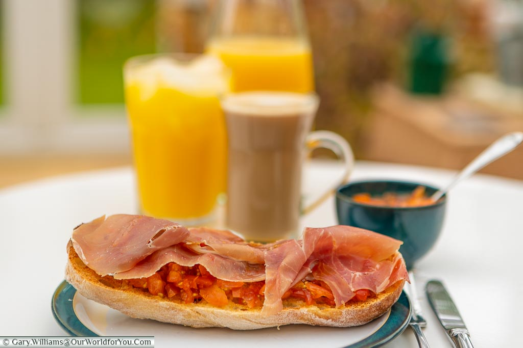 My perfect Spanish breakfast,Pan con Tomate