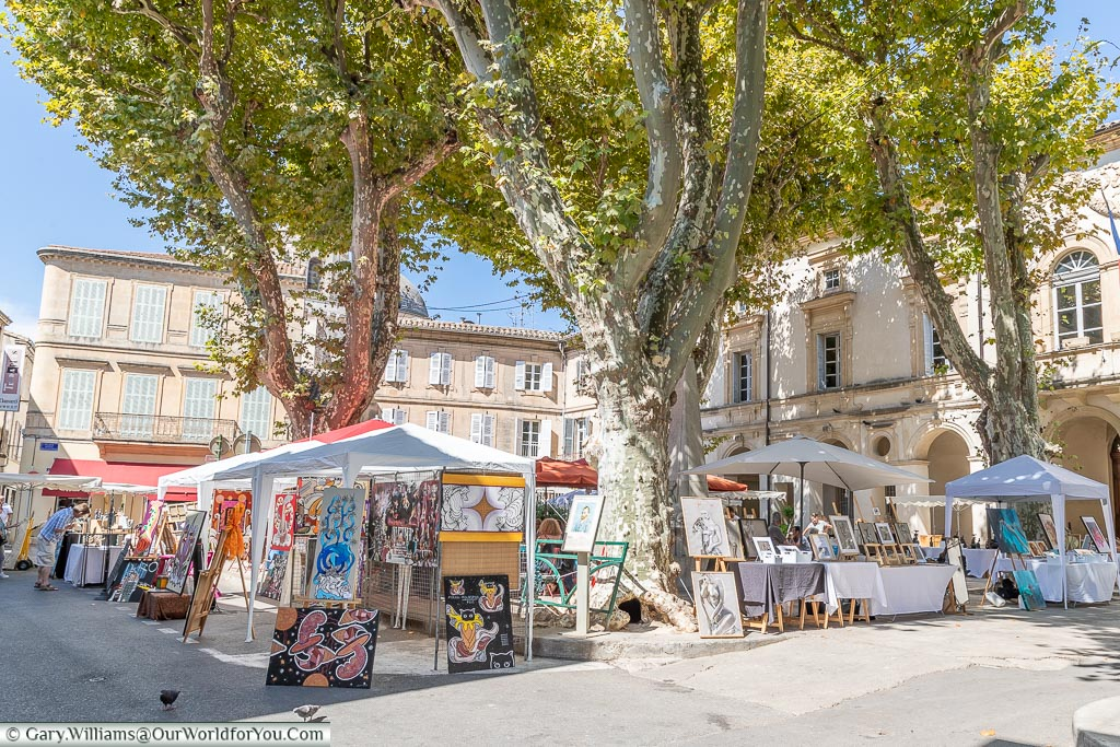 A collection of stalls at an art market in the town of St Remy-de-Provence.