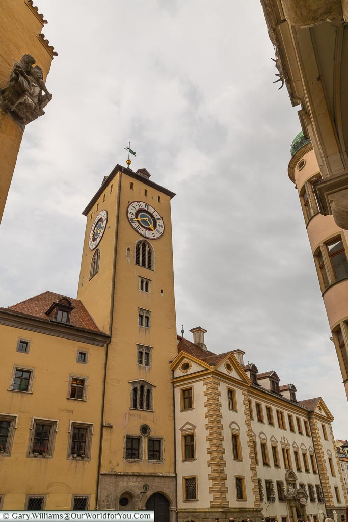 The old town hall clock-tower and Ratskeller next door.
