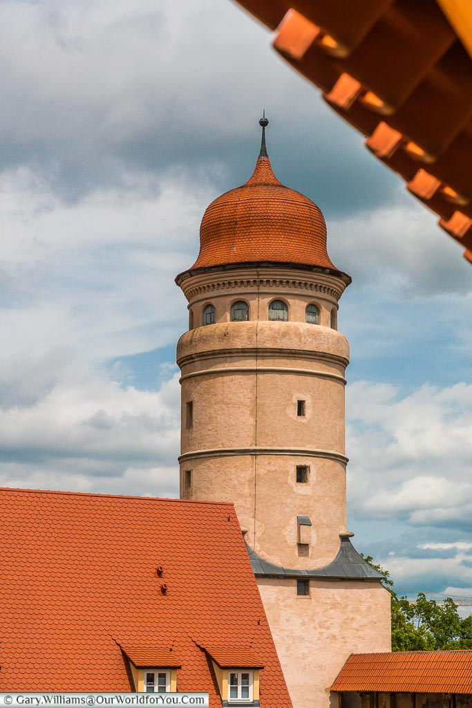 The Deininger Tor has a curved, tiled, roof - one apparent thing is that all the towers in the city walls are different.