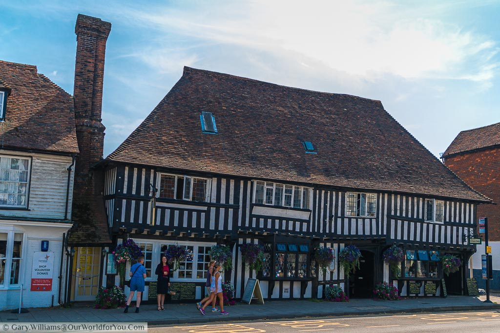 A half-timbered period building in the High Street but now houses the Lemon Tree restaurant.