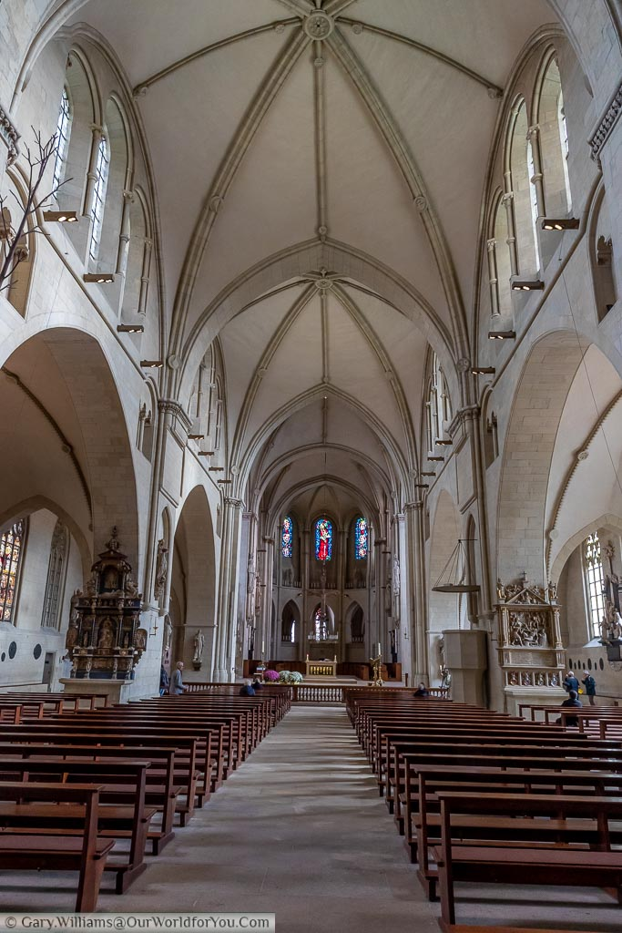 The view along the nave of St Paulus Dom towards the altar.  The Cathedral has a high vaulted ceiling of white stone.