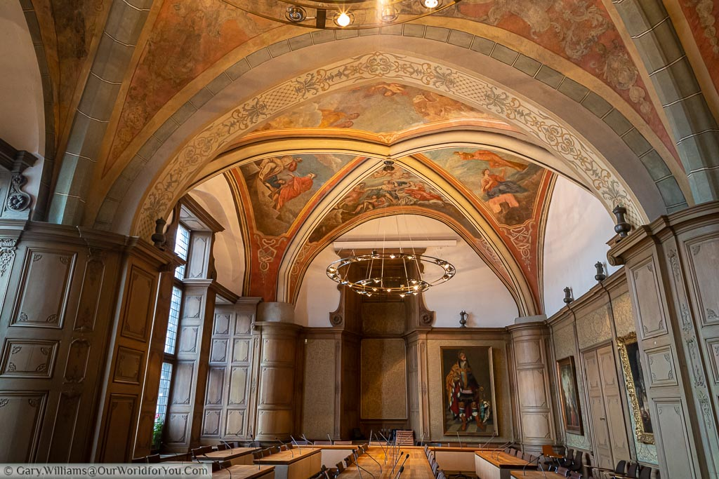 Inside the Rathaus in a room used for official functions with a decorated vaulted ceiling and panelled columns.