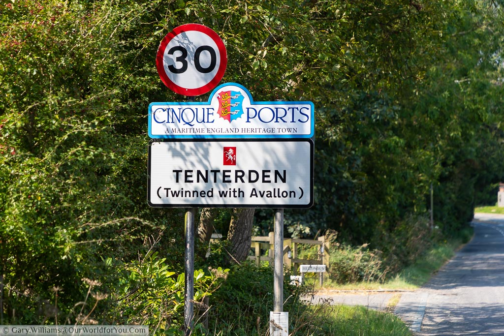 The town sign on entry to Tenterden identifying it as a Cinque Port and that it is twinned with Avallon in France.