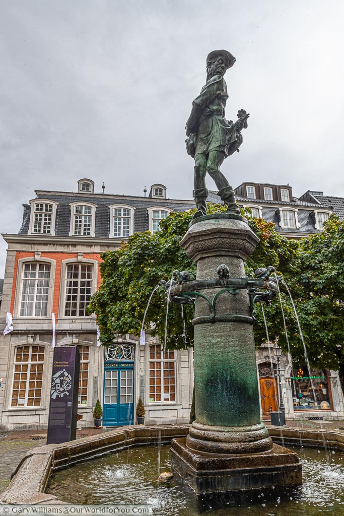 The Hühnerdieb 'Chicken Thief' fountain in Hühnermarkt has a brass statue, of the thief, with the Cockrell behind him on a column.  Attached to the column is a ring of chicks from where the water flows.