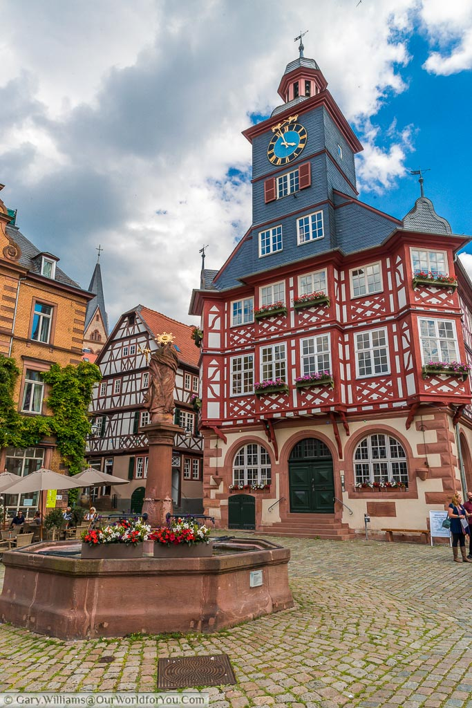 The stone fountain In the centre of market platz in front of Heppenheim's half-timbered town hall.