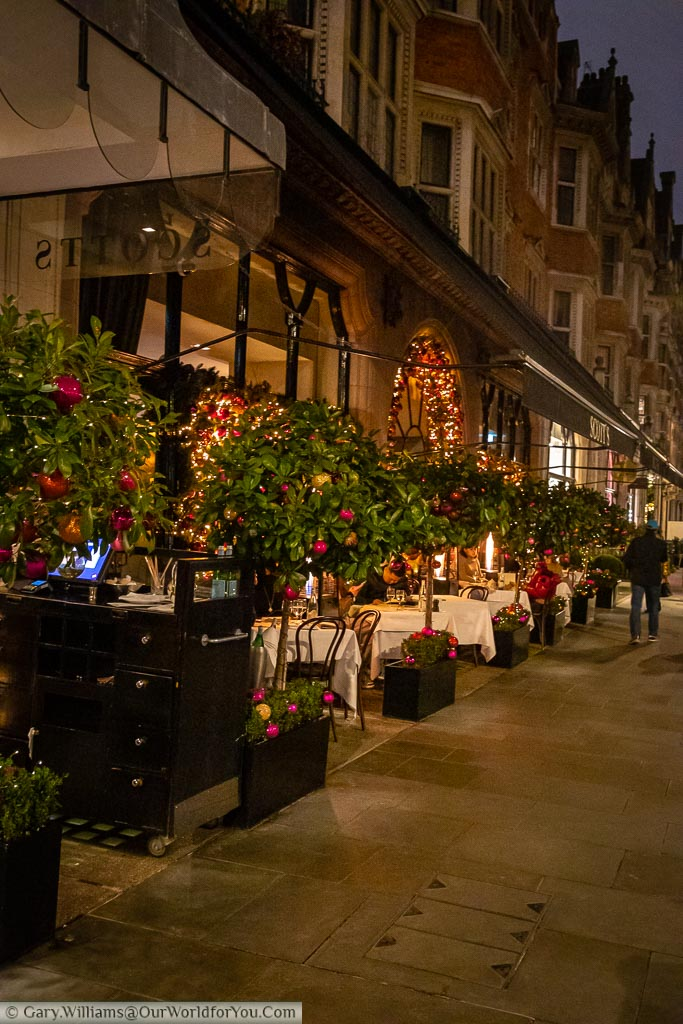 Al fresco dining in London's Mayfair in the early evening in the run up to Christmas.