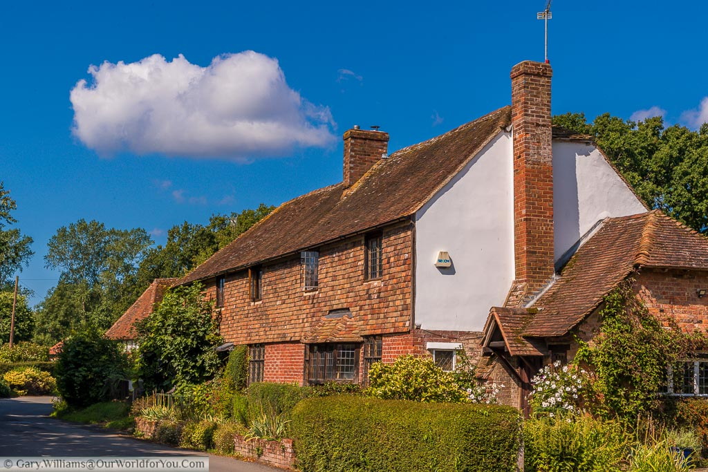 An idyllic country scene of a period house in the village of Smarden Kent