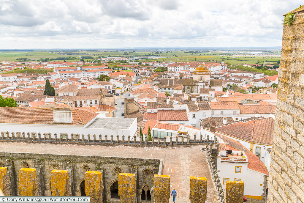 A view of the Portuguese countryside from the roof of the Cathedral of Évora.