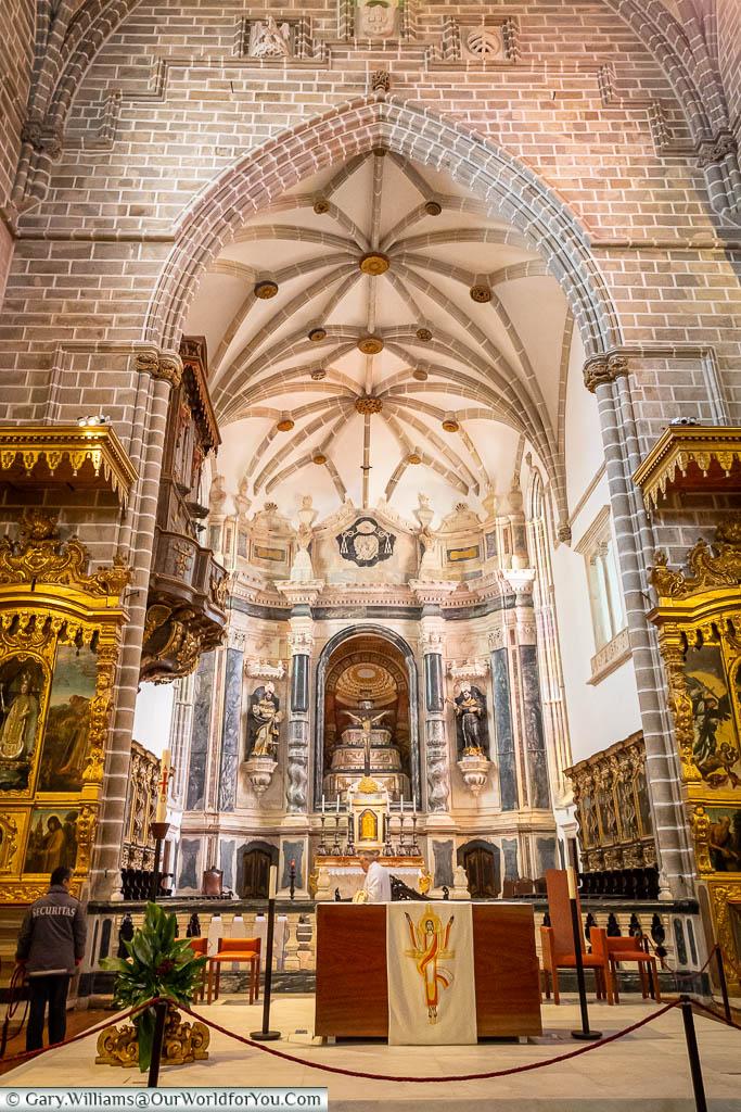 Inside the ornately decorated Igreja de São Francisco in Évora