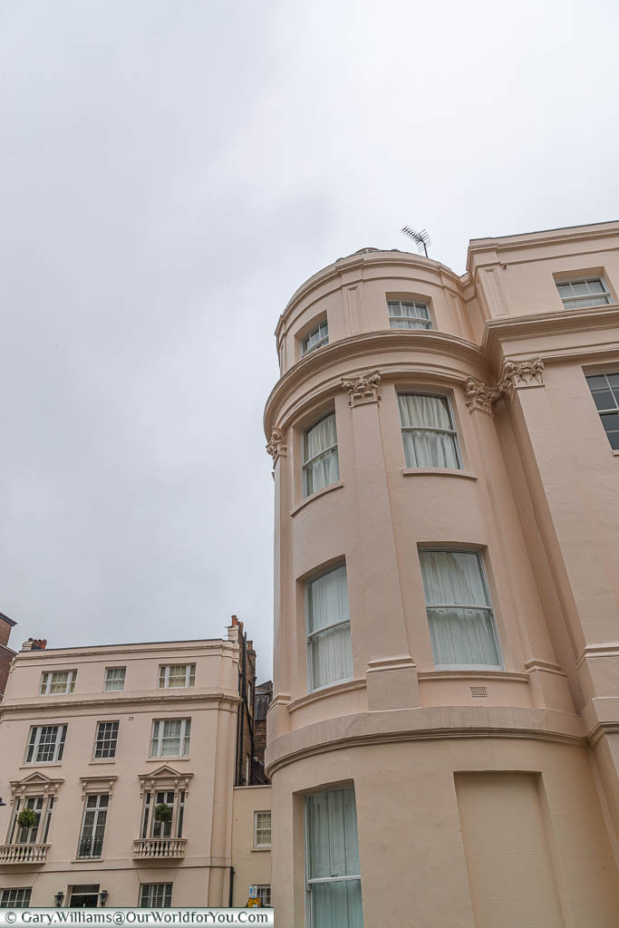 No. 16 Victoria Square, a corner apartment shaped like a cylinder, that was home to Ian Fleming.