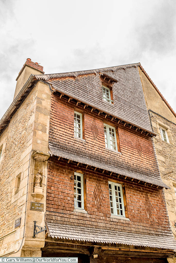 A building whose facade is covered with wooden tiles in the centre of  Alençon
