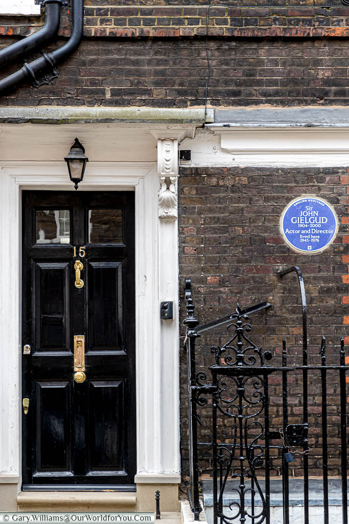 A blue plaque on a house in Cowley Street, Westminster, to the legendary British actor Sir John Gielgud.