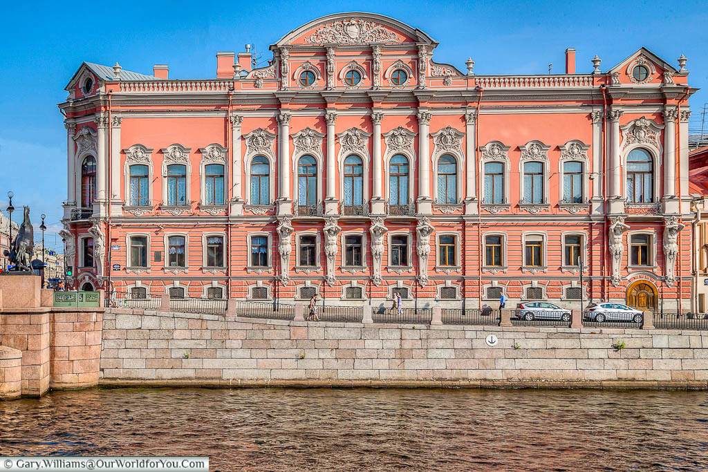 The truly impressive Beloselskiy-Belozerskiy Palace, on the banks of the Fontanka River, nestled next to the Anichkov bridge.