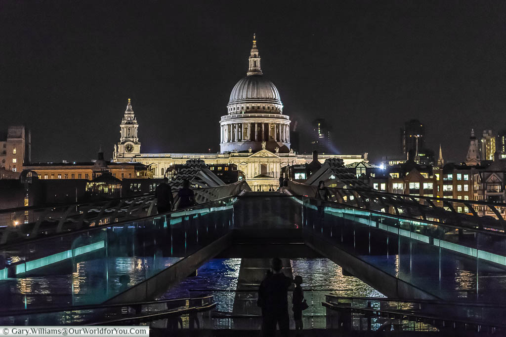 The view of St Paul's cathedral from the Tate Modern at night