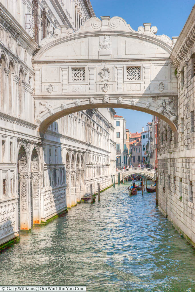 The white stone 'Bridge of Sighs', over a canal, connecting the Doge' Palace with the New Prison.